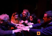 """Medium""- znakomita komedia Teatru Kwadrat w Chicago (sobota)"